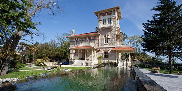 la villa la tosca une villa de standing recommand e par. Black Bedroom Furniture Sets. Home Design Ideas